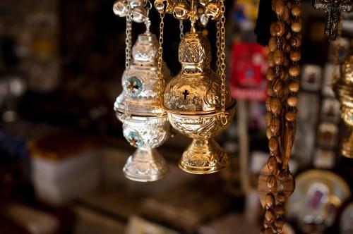 Auch Materialität macht für Katholiken den Unterschied: Weihrauchkessel in Jerusalem (Almonroth: Incense censer...)
